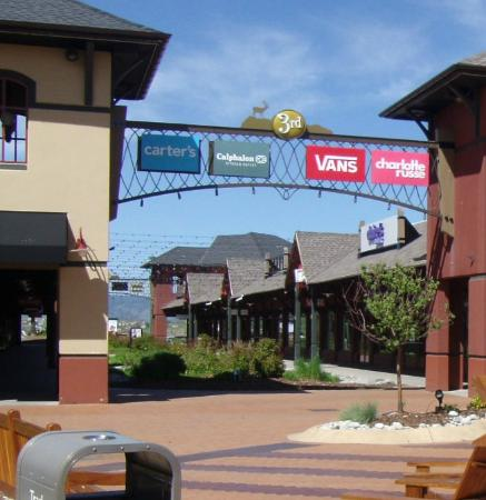 Sep 25,  · The shops at Castle Rock Outlet are so pleasant. From the Coleman Store, Christopher and Banks, Vera Bradley, Nike, Kate Spade. nice variety and close enough to metropolitan areas. Worth the drive from anywhere along the front range.4/4().