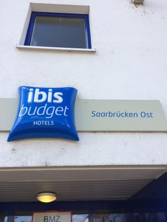 Ibis Budget Saarbrücken Ost: Eingang IBIS Hotel