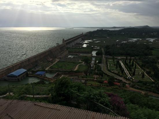Tungabhadra Gardens and Dam: TB Dam