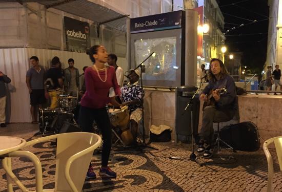 Cafe A Brasileira: artisti