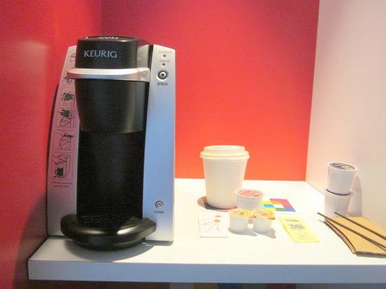 Keurig Single Cup Coffee Maker Picture Of Alt Hotel Toronto