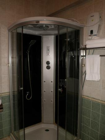 Naranbulag (NB) Hotel: the bewilderingly complex shower