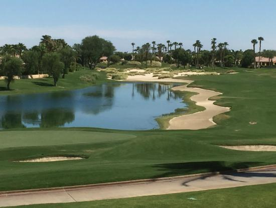 PGA West TPC Stadium Golf Course: ハウスから眺めるコース