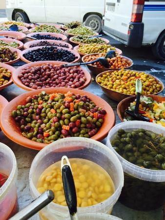 Marche du Samedi Matin: Olives from France & Morocco