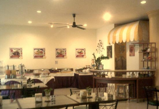 People Place (2nd Building): Main restaurent at People Place 2 Hotel Chaing Mai