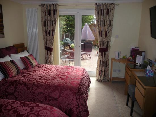 Radcliffe on Trent, UK: Garden Family room