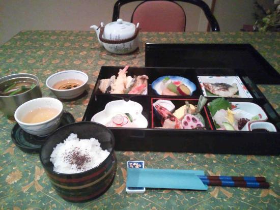 Shikisainoyado Hanatsubaki: 夕食、会席