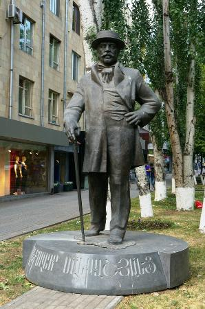 Statue of Aleksandr Mantashyants