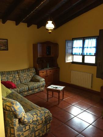Casa de Aldea El Regueru