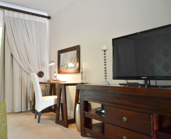 Belvedere Boutique Hotel: Luxury room work space