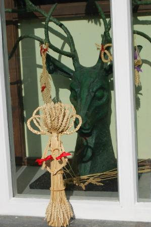 The Museum of Witchcraft and Magic: Window display outside the Museum changed seasonally