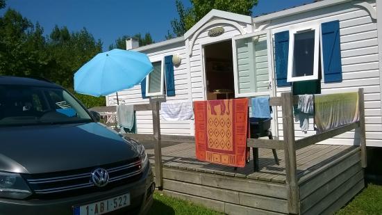 Piscine chauff e et surveill e photo de camping for Piscine xhoris