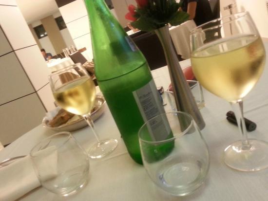 La Costiera Hotel: calice di vino buono