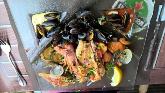 Le Transat: Parilla de mer (saumon, merlu, moules, palourdes, crevettes)