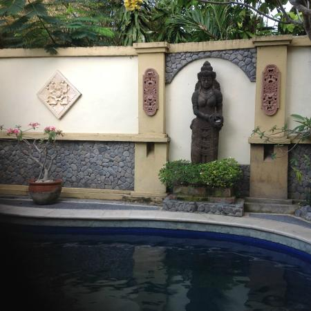 Jambu Inn: Pool area, too small for doing laps, but nice to cool off in.