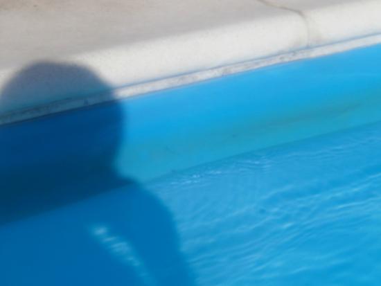 liseret noir liner piscine - Picture of Calanica Residence Hotel ...