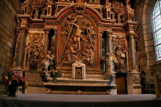 Plumeliau, France: Détail de l'autel principal, inférieure: