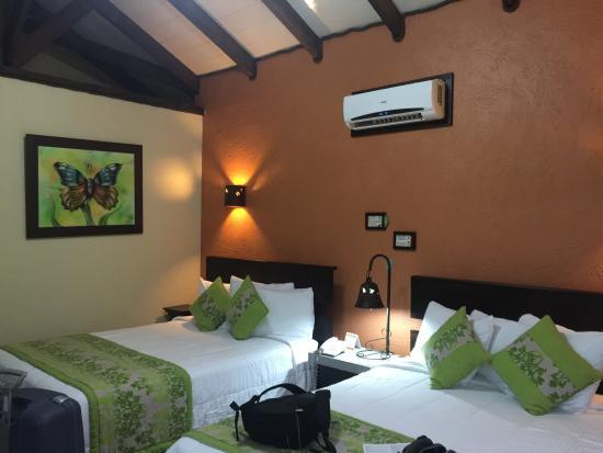 Arenal Springs Resort and Spa: Por dentro