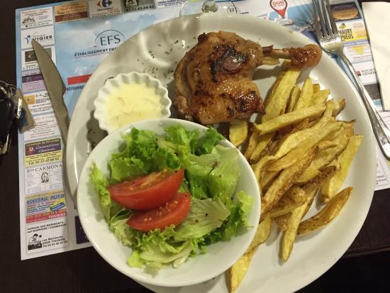 Confit de canard avec frites maison salade foto di - Confit de canard maison ...