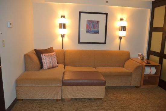 Hyatt Place Long Island East End: Loved the couch