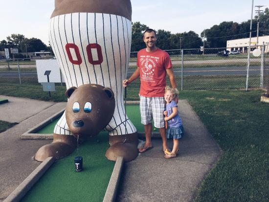 Spring Lake Park, MN: Goony Golf Twins Bear