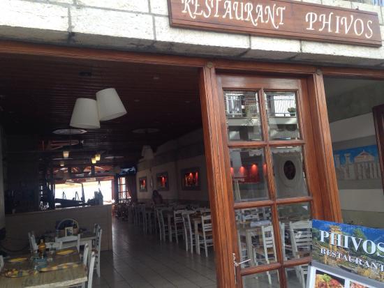 Phivos Restaurant : El local
