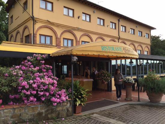 Ristorante Montebuoni: Entrance to restaurant