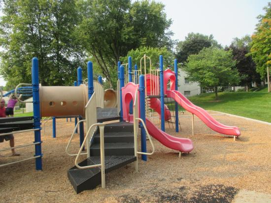 Columbia Heights, MN: Clean area for kids to play