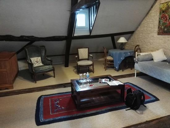mansarda foto di la maison de famille caen tripadvisor. Black Bedroom Furniture Sets. Home Design Ideas