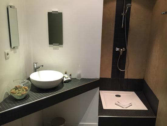 Hotel En Ville: Baño de diseño