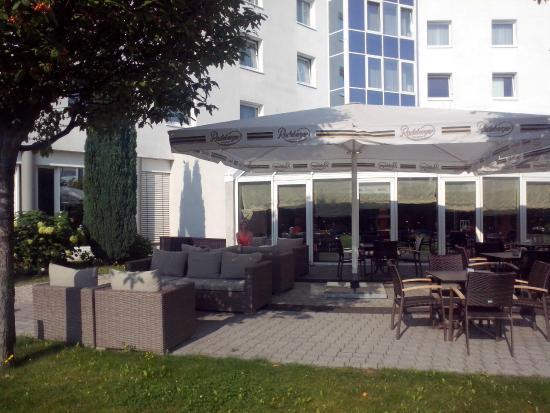 Globana Airport Hotel: przed hotelem