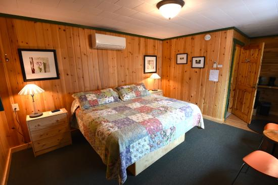 Mangy Moose Motel : Room 1 Bedroom
