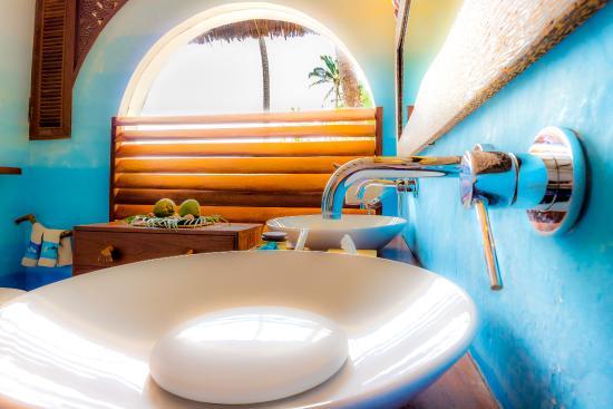 Waterlovers Beach Resort: Ocean Penthouse master bathroom