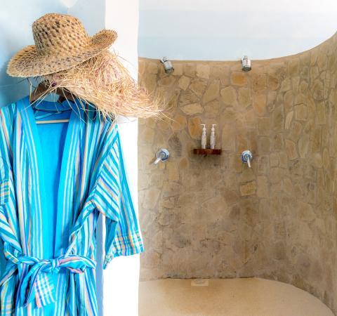 Waterlovers Beach Resort : Ocean Penthouse master bathroom twin shower
