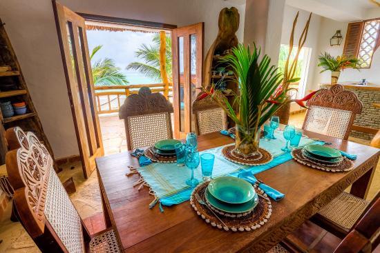 Waterlovers Beach Resort: Ocean Penthouse dining table