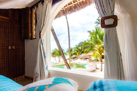 Waterlovers Beach Resort : Ocean Penthouse master bedroom view