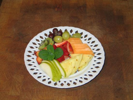 Cape Lookout Bed n Breakfast: Fruit Tray