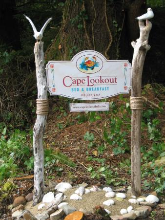 Cape Lookout Bed n Breakfast: Our Roadway Sign