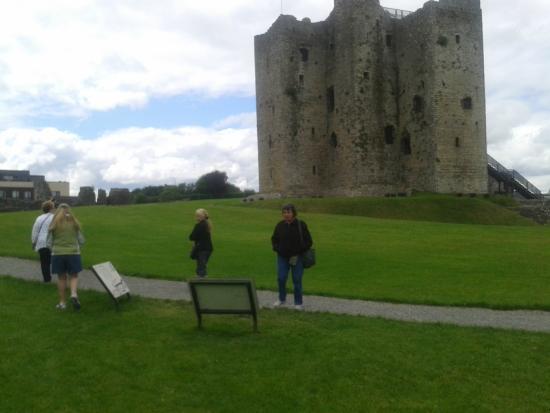 Ancient East Boyne Tours: Visitors to Trim Castle