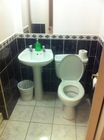 The Dublin Central Hostel: bathroom