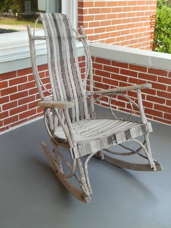 Hallstrom Farmstead: Unique chair on the porch you can try out