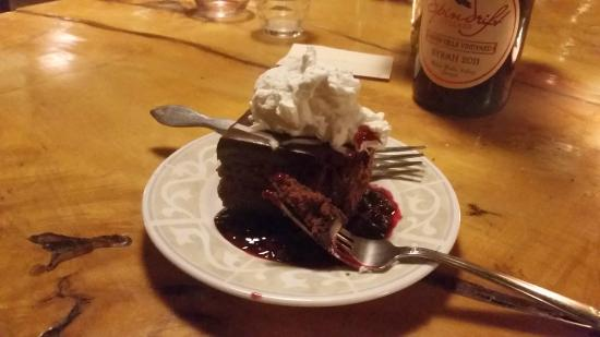 Philomath, Όρεγκον: chocolate flourless cake with ganache and berry coulis
