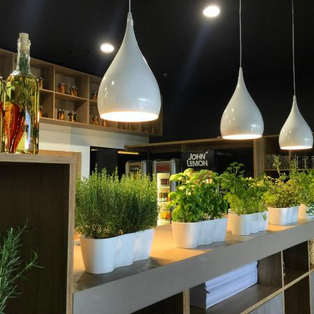 bar - Picture of Wloszczyzna Healthy Food Restaurant