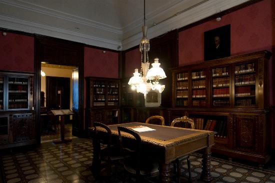 Casa Museo Giovanni Verga : La sala lettura