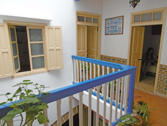Riad Dar Latifa : Dar Latifa - les deux chambres du premier étage (et la fenêtre de la salle d'eau)