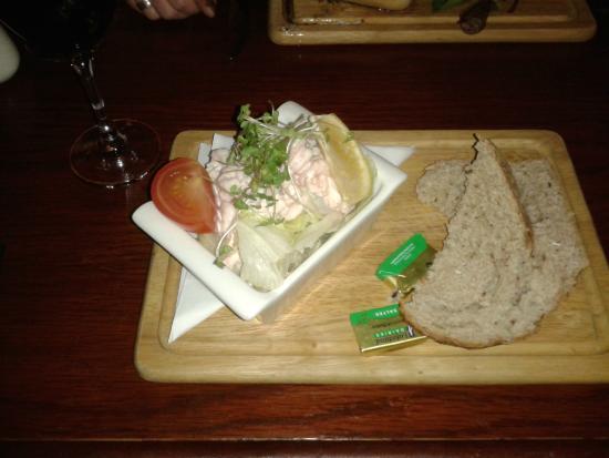 Brinklow, UK: Prawn cocktail starter