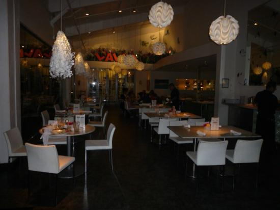 Lalla Grill: Main DIning