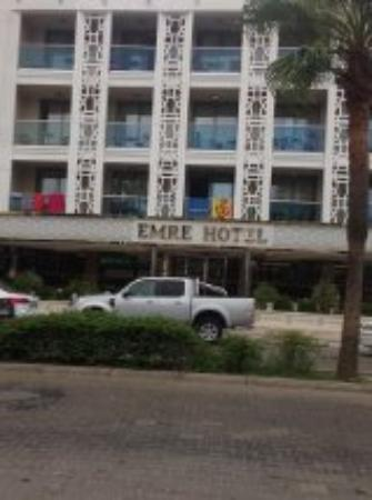 Hotel Emre: Outside of the hotel