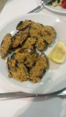 Hotel Dolores: Cozze gratinate, involtini di bresaola e fritto misto
