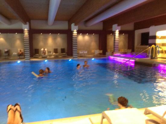อาบาโน แตร์เม, อิตาลี: piscina interna